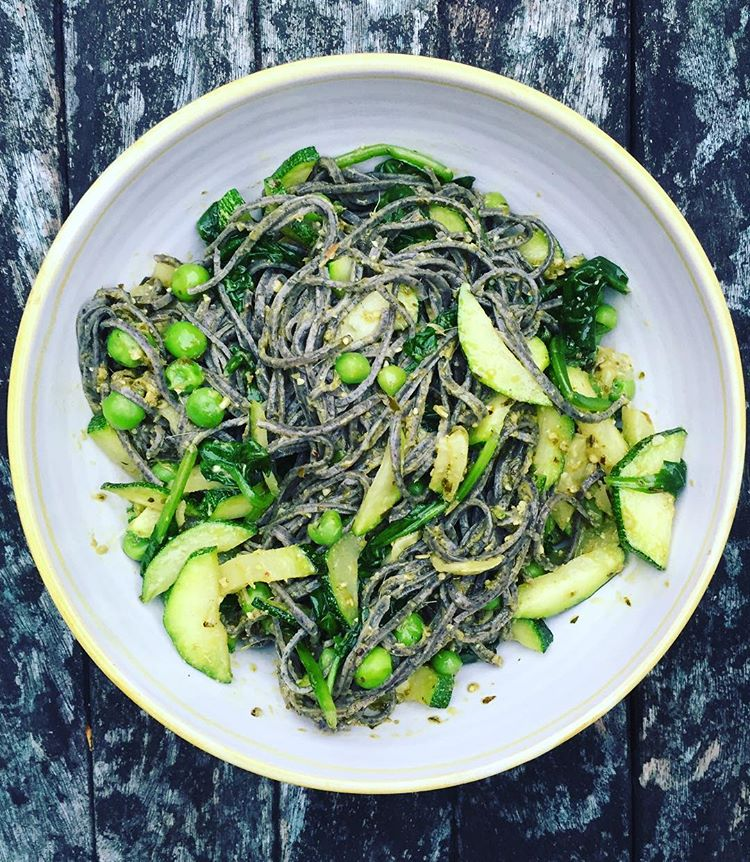Black Bean Spaghetti with Courgettes, Spinach, Peas and Vegan Pesto